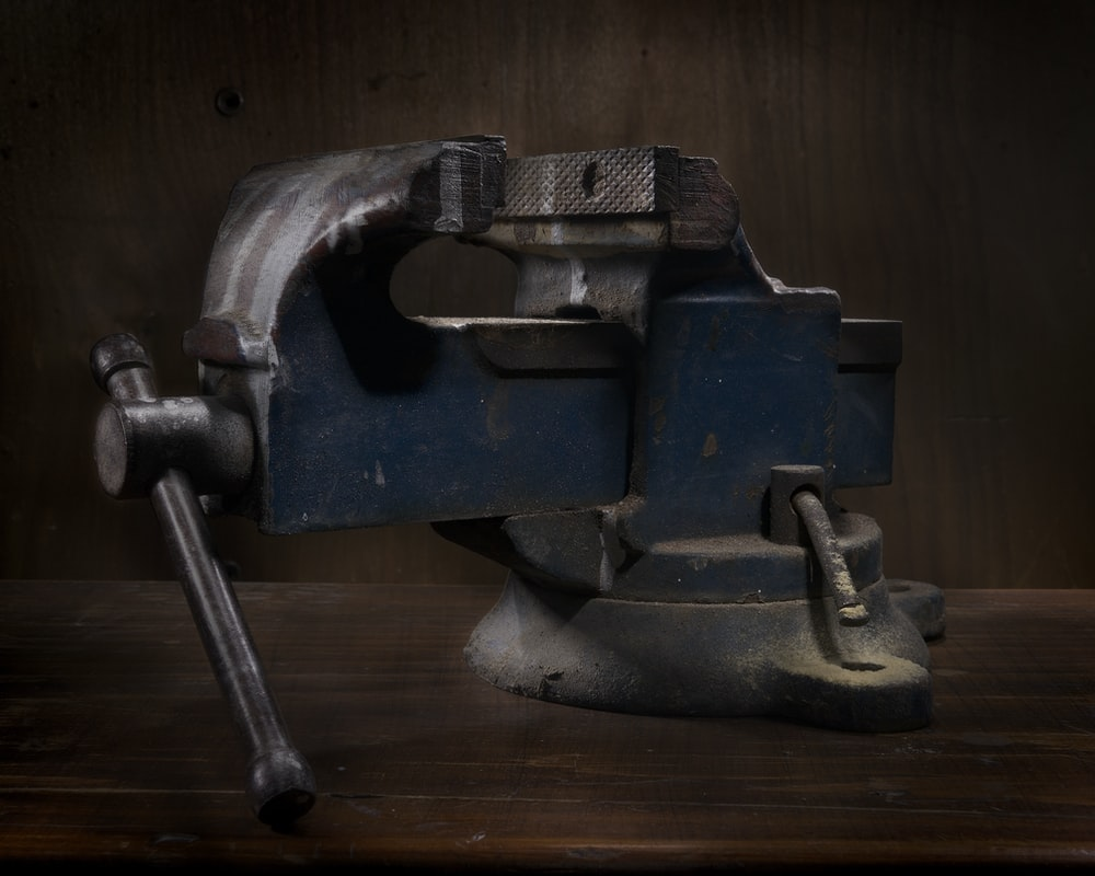 blue and grey table vise