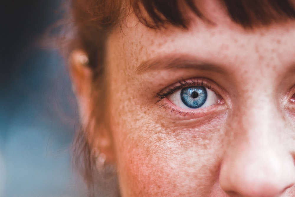 person's right blue eye