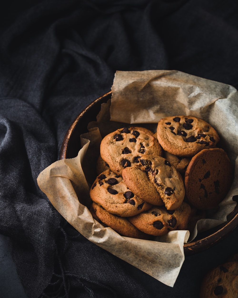 brown cookies on round brown bowl
