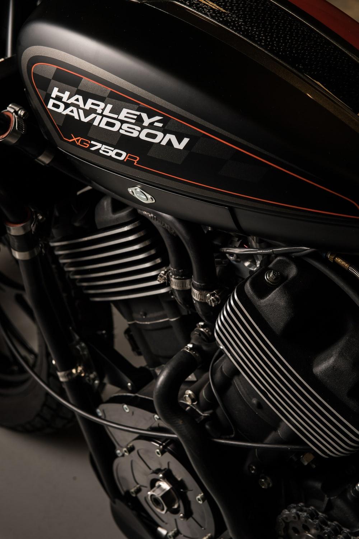 black and gray Harley Davidson cruiser motorcycle