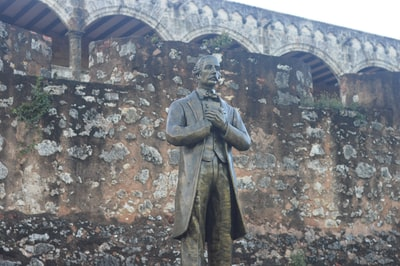 standing man statue dominican republic teams background