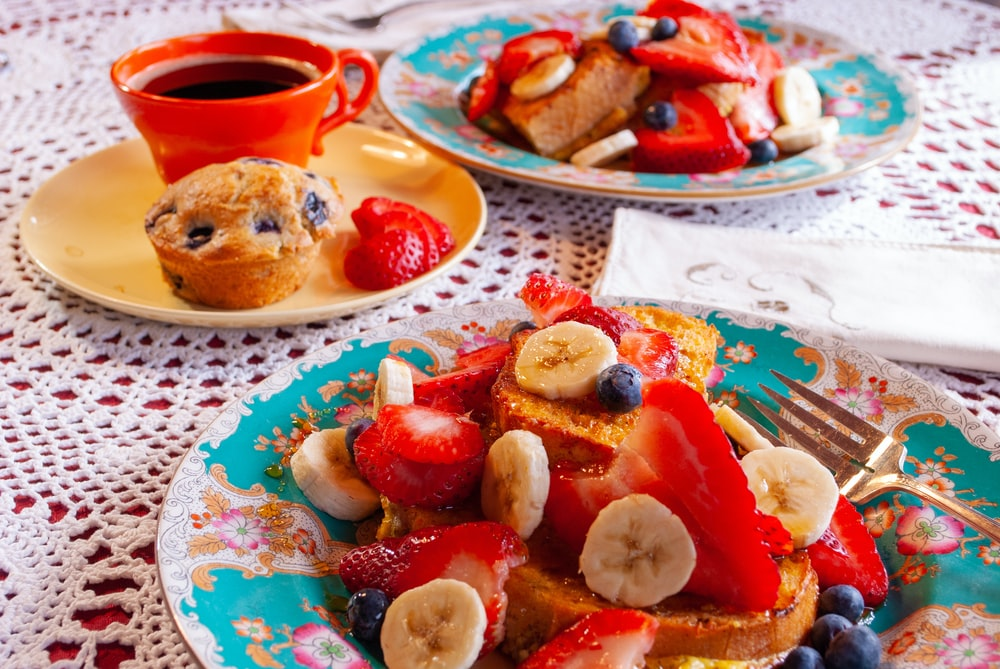 pancakes with strawberry and bananas