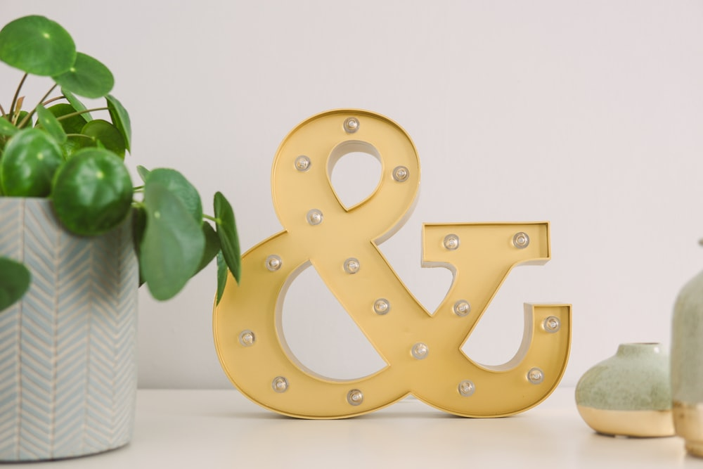 Ampersand free standing letter