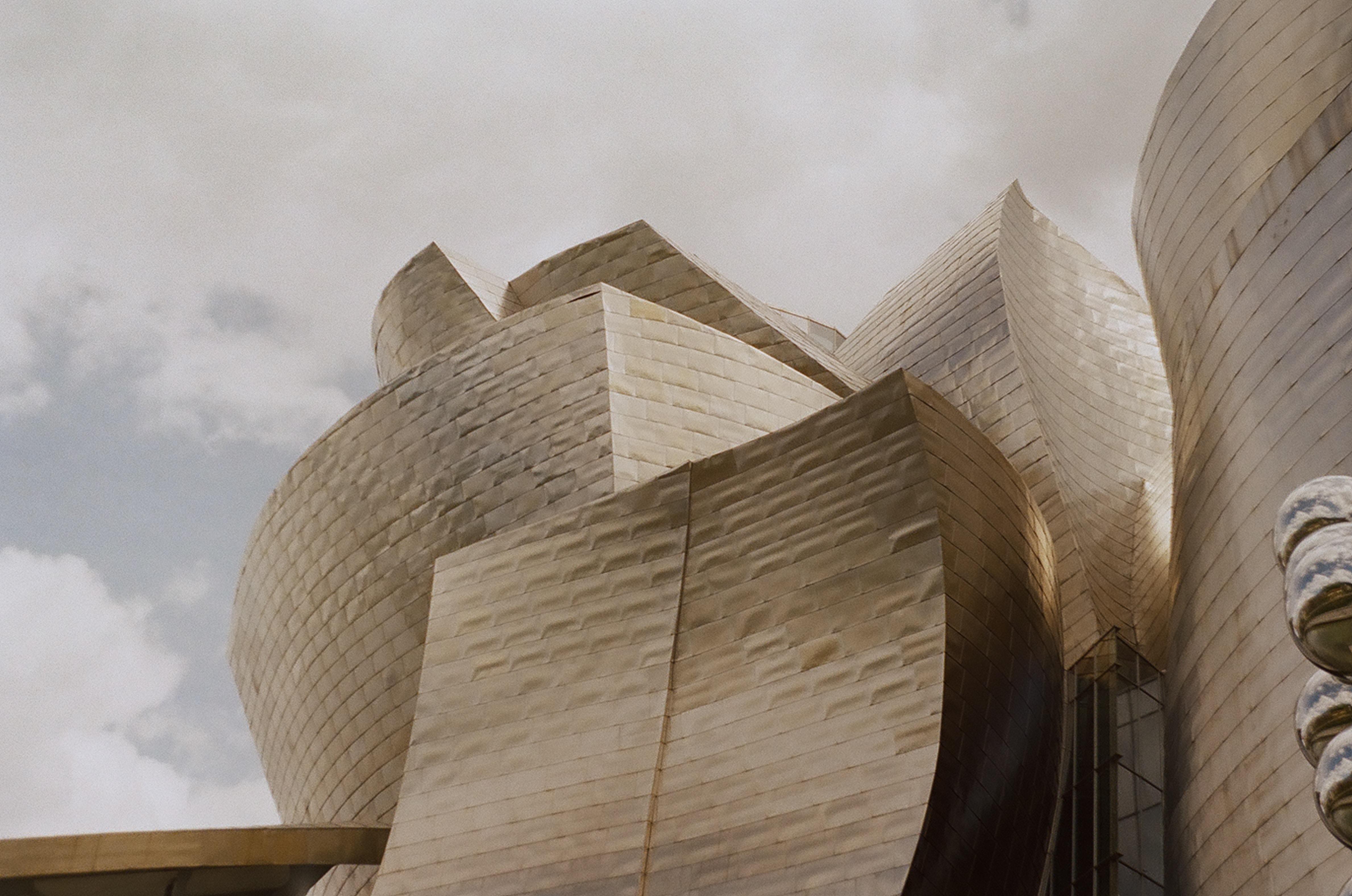 Het Gugenheim Museum in Bilbao (Bron: Unsplash / Slava Kuzminsky)