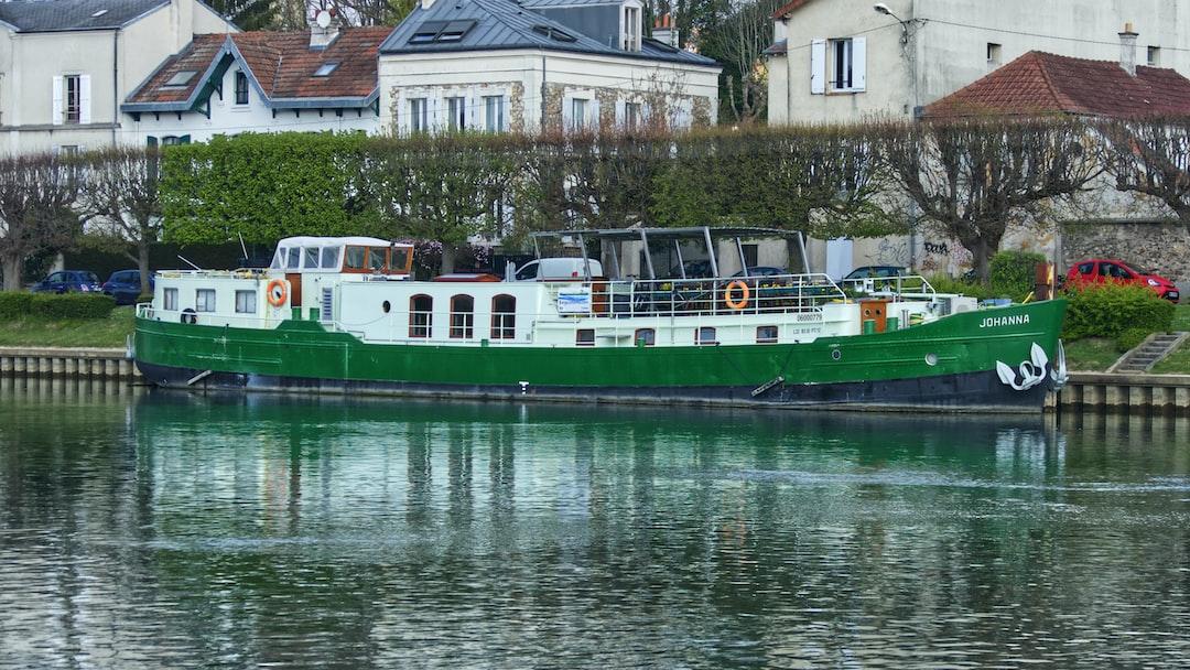 Péniche sur la Marne, le tourisme fluvial est de retour.