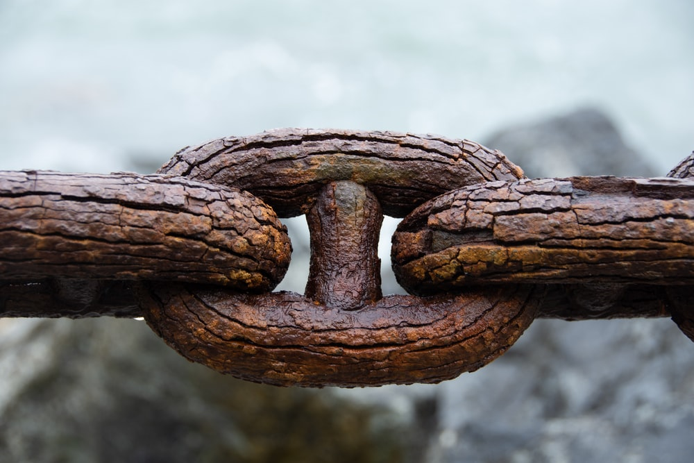 rusted chains close-up photography