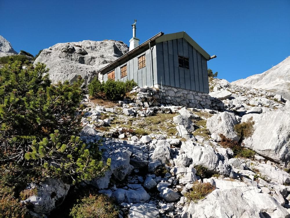 gray house on rocky mountain