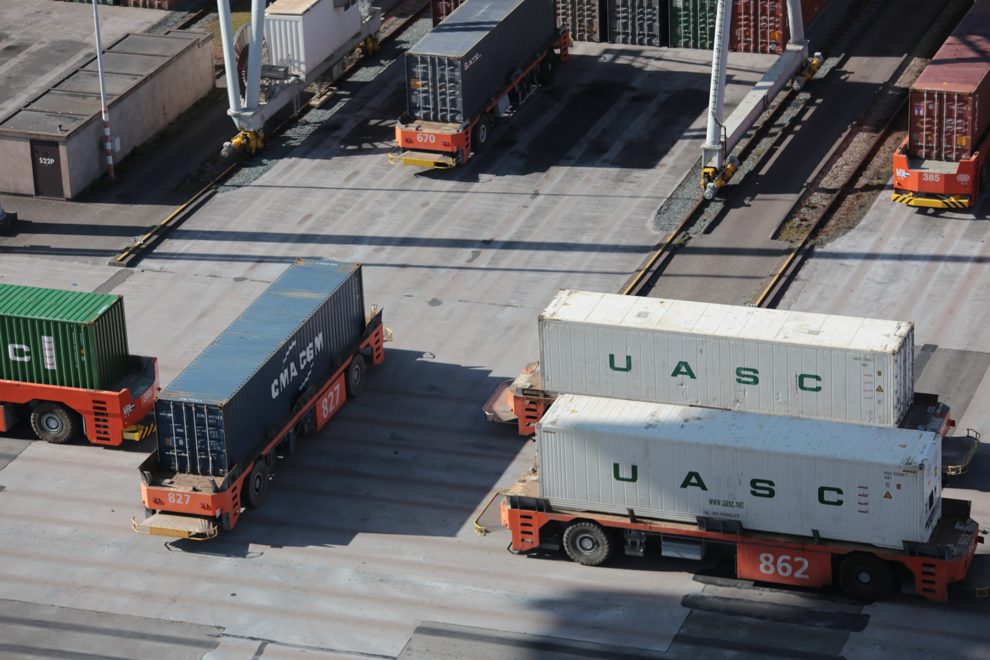 How do smaller shippers compete?