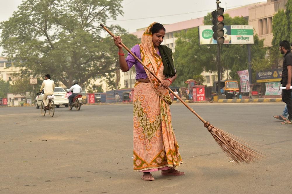woman holding broom stick during daytime - Empregada Doméstica