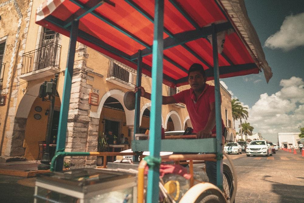 man push cart during daytime