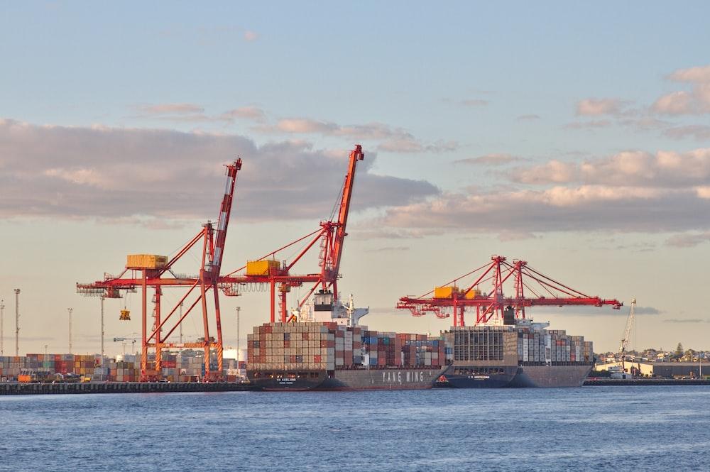 ship dock during daytime