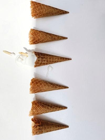 6 brown ice cream cones