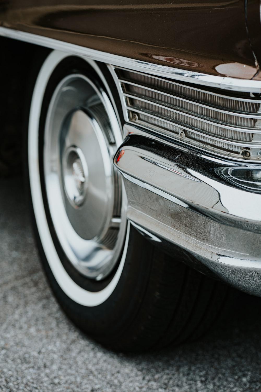vehicle showing headlight