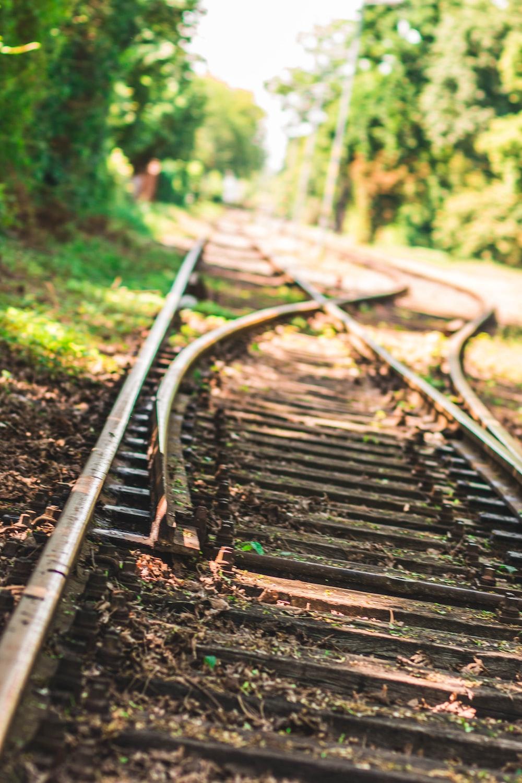 gray train tracks