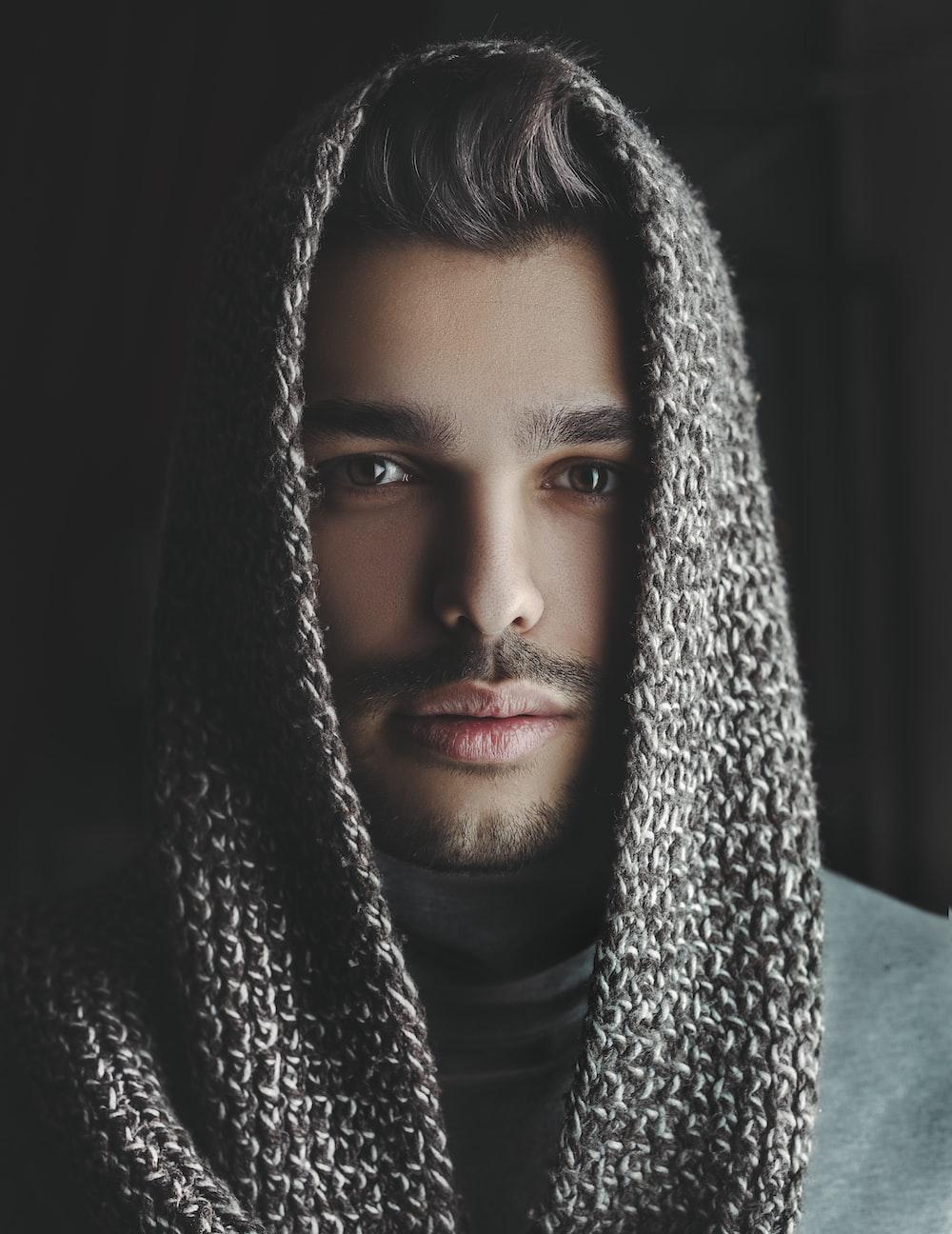man wearing gray headscarf