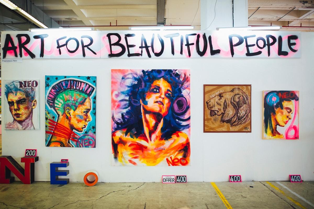 l'inflation des œuvres d'art oblige les artistes à réfléchir à une nouvelle stratégie de communication