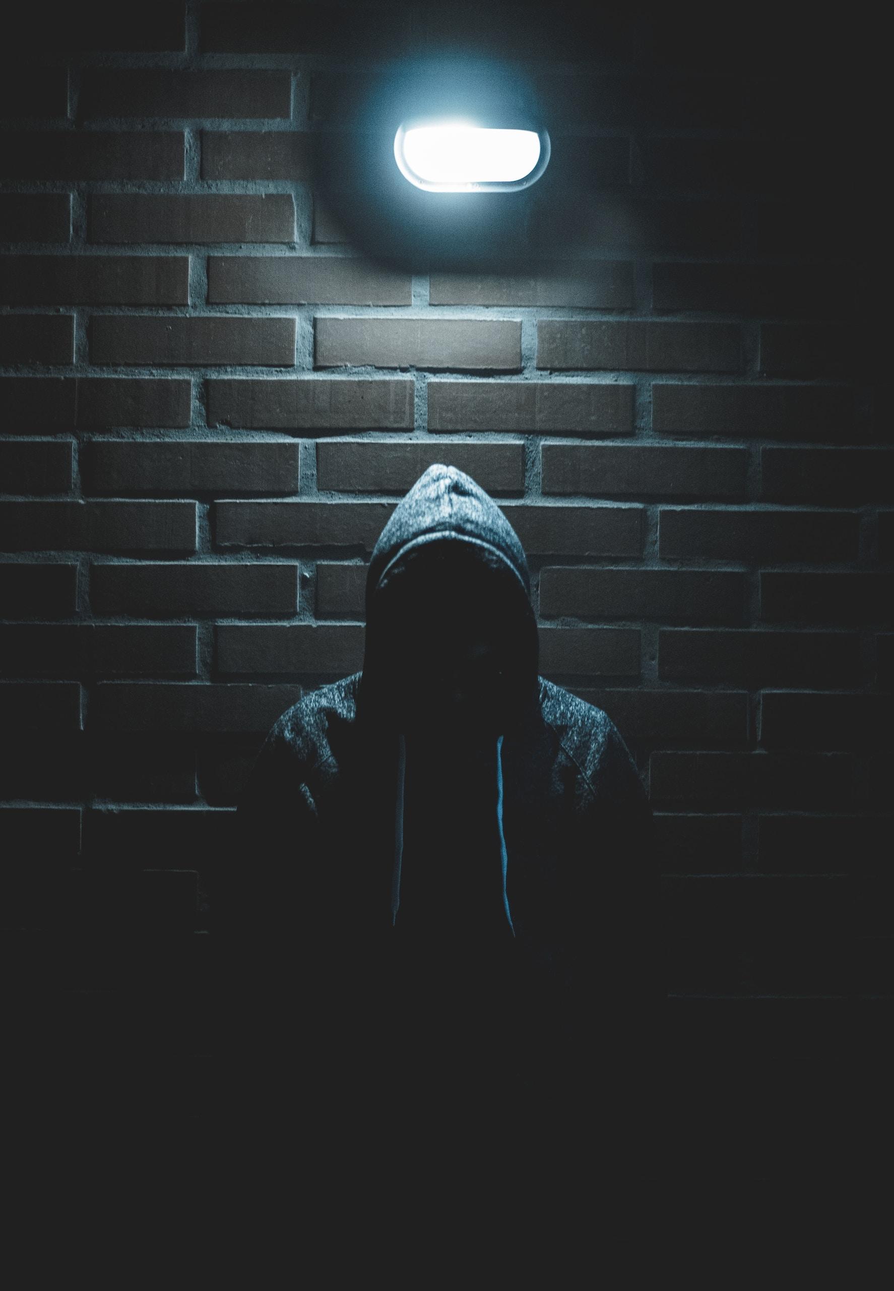 men's black pullover hoodie