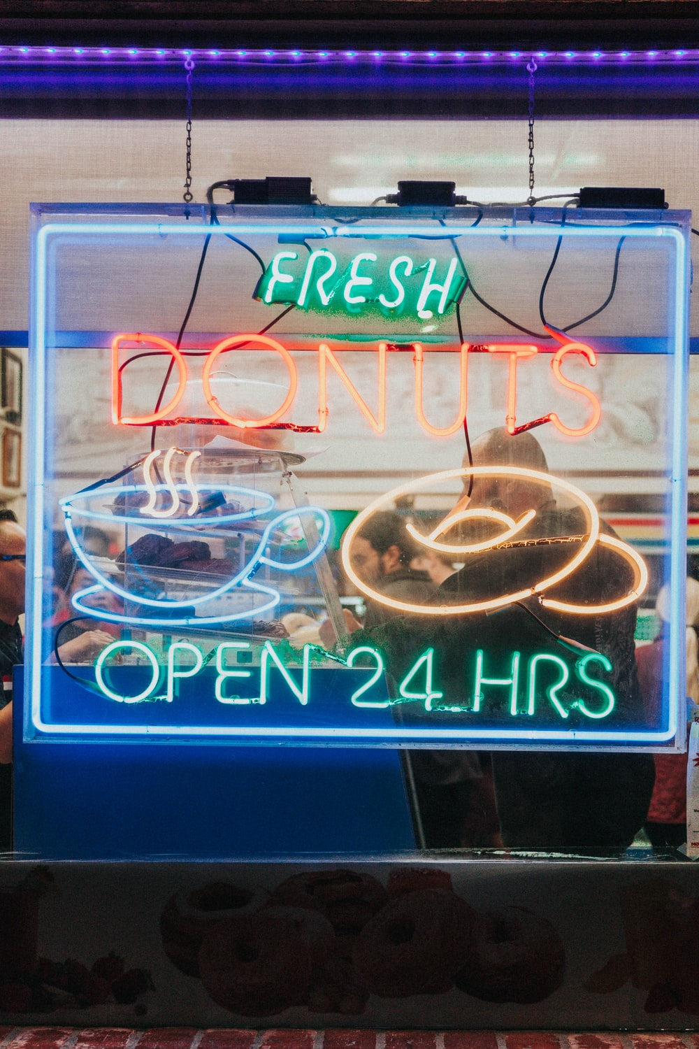 fresh donuts neon light