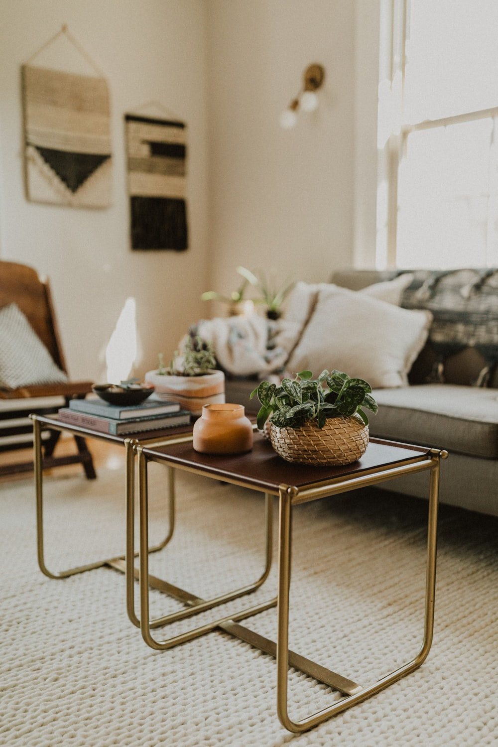 Pleasant 500 Coffee Table Pictures Download Free Images On Unsplash Caraccident5 Cool Chair Designs And Ideas Caraccident5Info