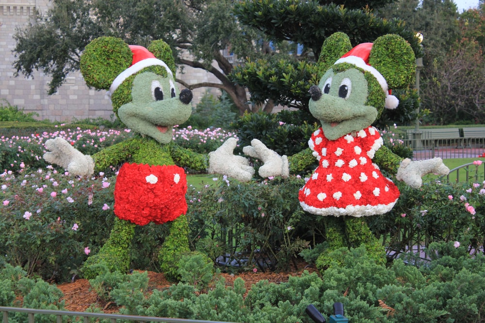 Minnie Mouse and Mickey Mouse grass decor