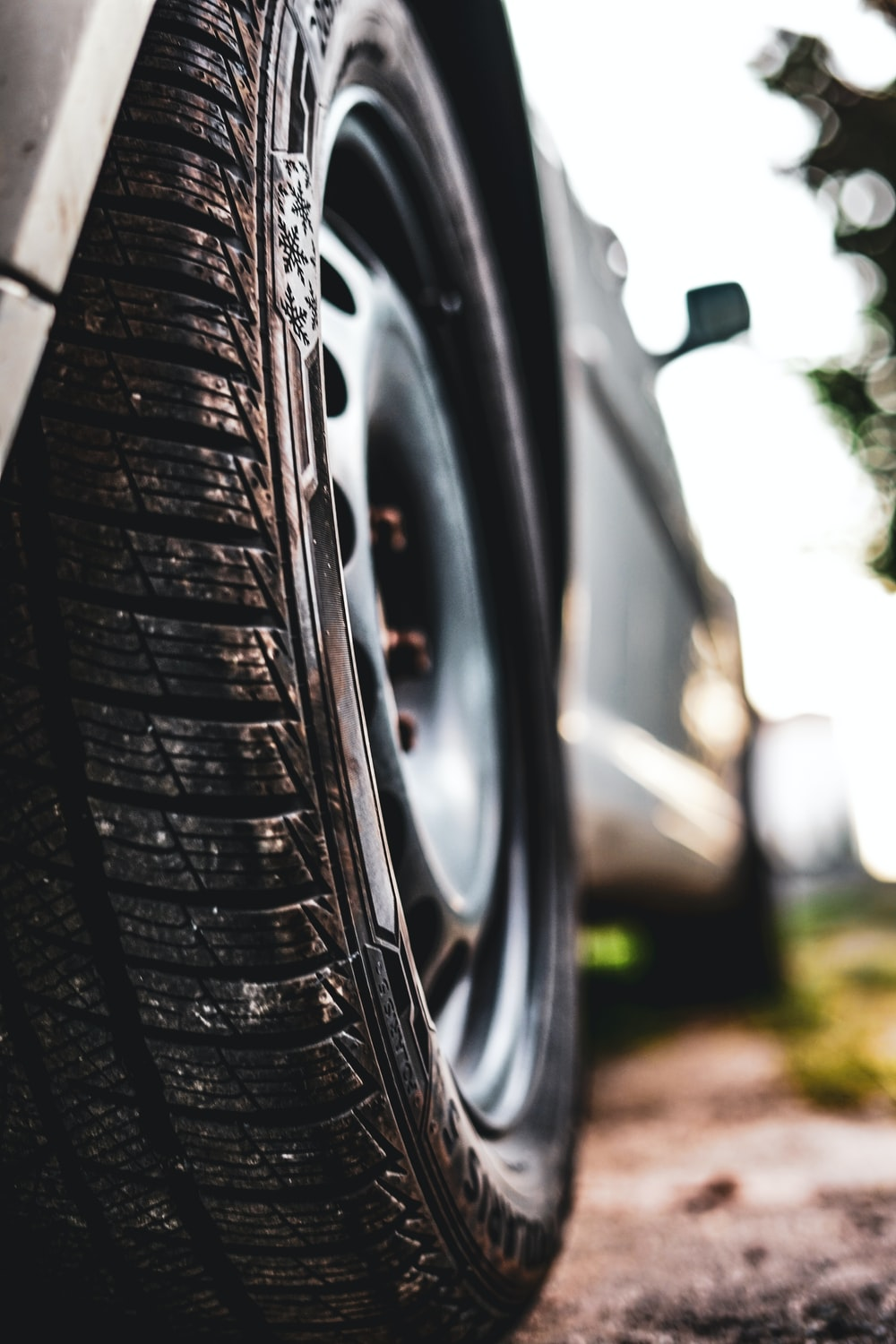 shallow focus photography of car tire