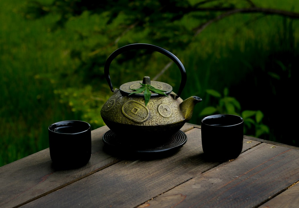 selective focus photography of gray teapot