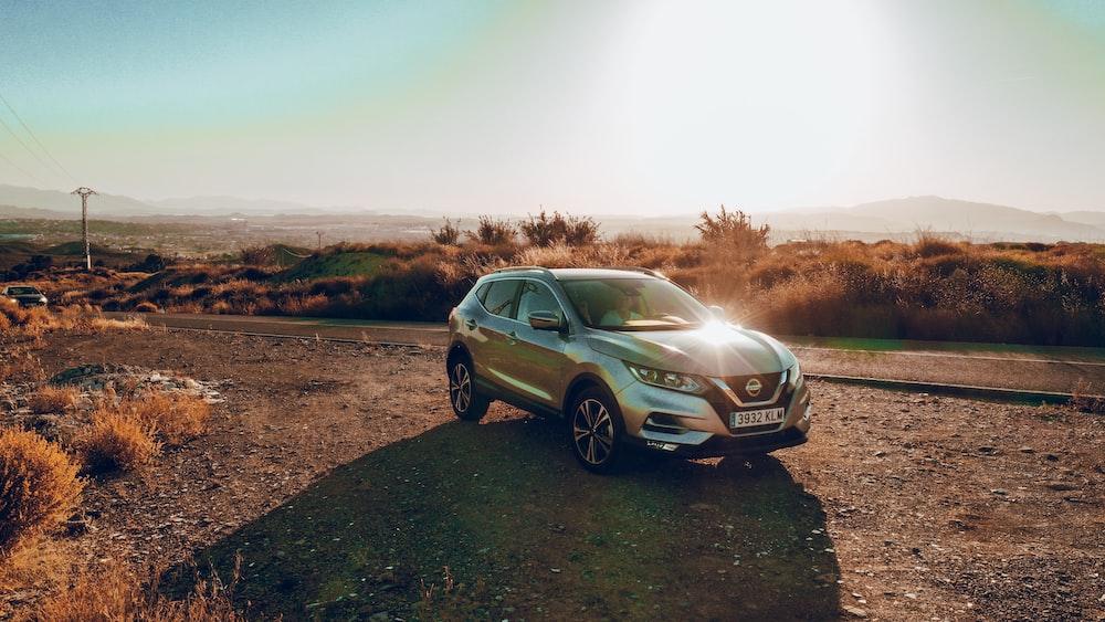 silver Nissan SUV screenshot