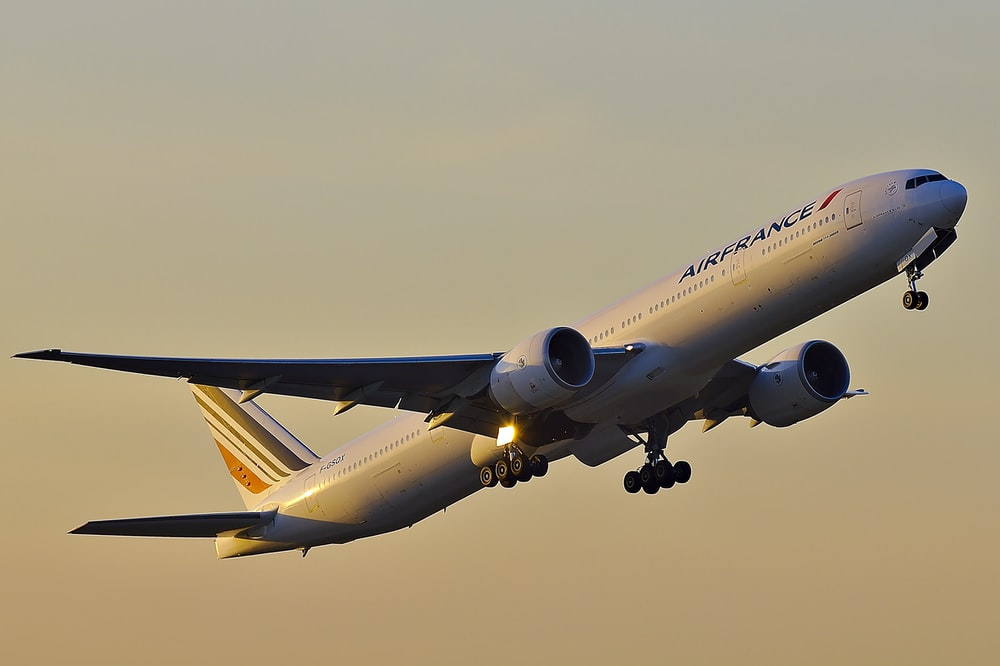 white Airfrance airliner