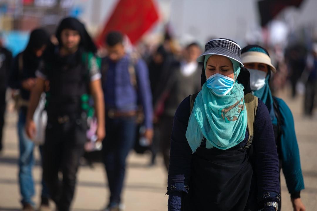 پیادهروی اربعین به حرکت شمار زیادی از مسلمانان شیعه به سمت شهر کربلا، در جنوب بغداد، به منظور جمع شدن همهٔ آنها در چهلمین روز پس از سالگرد کشته شدن حسین بن علی، سومین امام شیعیان در واقعهٔ عاشورا گفته میشود. پیادهروی اربعین در زمان حکومت صدام حسین ممنوع بود. این مراسم میلیونی یکی از قدرتمندترین نمادهای همبستگی میان جهان تشیع است. در گردهمایی اربعین از جمله گروههای مسلمانان شیعه، مسلمانان سنی، مسیحی، ایزدی و دیگر آیینها هم در آن حضور داشتهاند. این رویداد بزرگترین گردهمایی سالانهٔ مذهبی در جهان است.