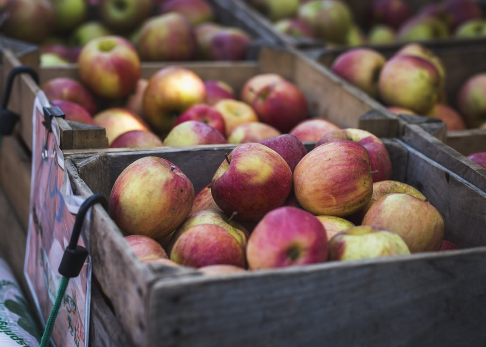 box of apple fruit