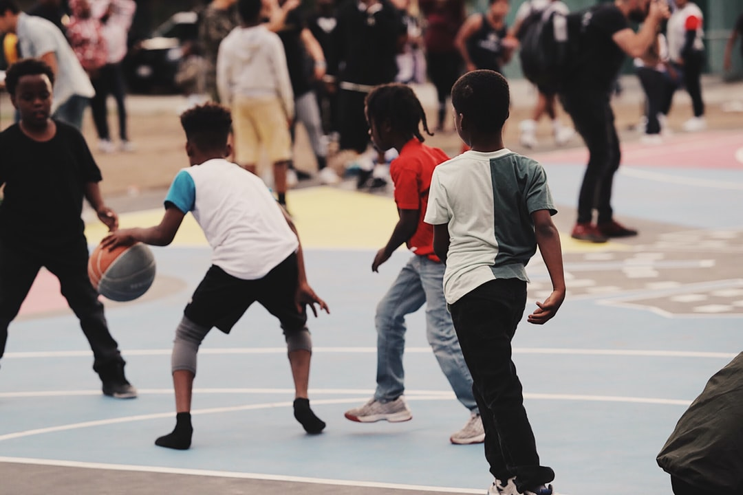 Kids purring the new court to use in watts