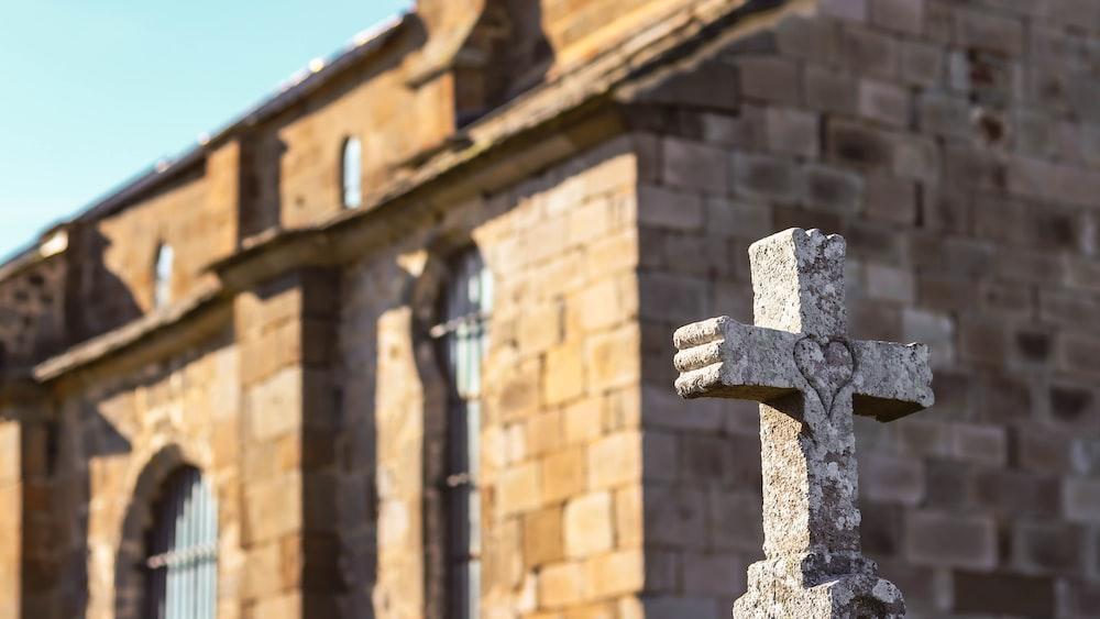 gray concrete cross selective focus photography