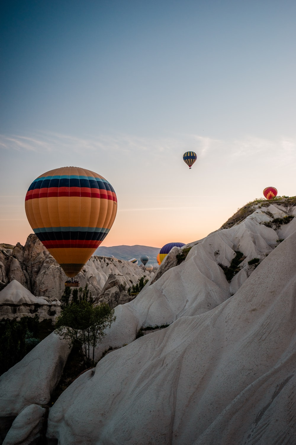 yellow and multicolored hot air balloon