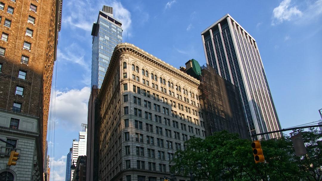 Architecture identique au Flat Iron à l'angle de la 6th Avenue et de la 32th Rue.
