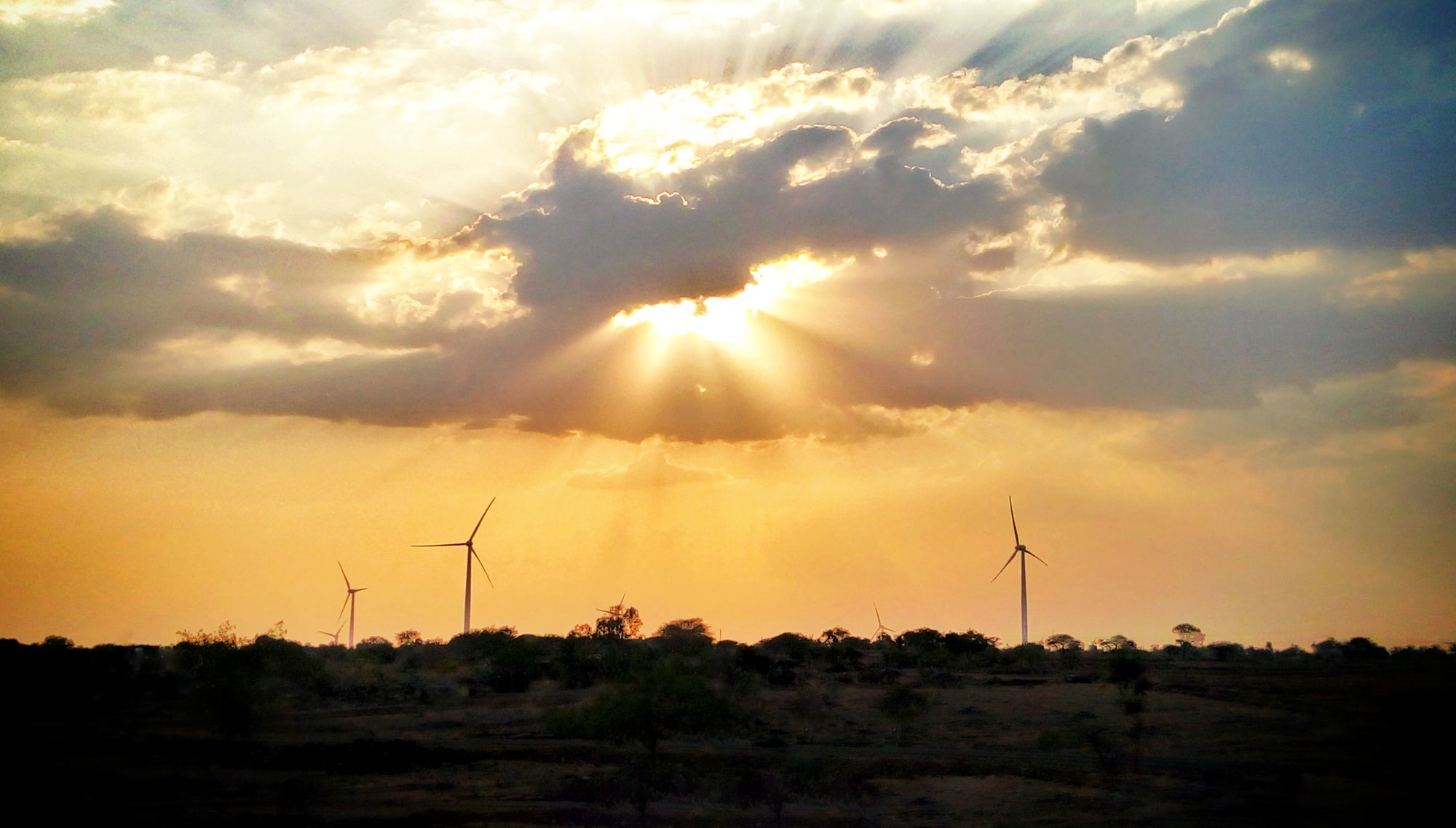 Uhlí v EU kolabuje, loni vyrobily vítr a slunce poprvé více elektřiny než uhlí