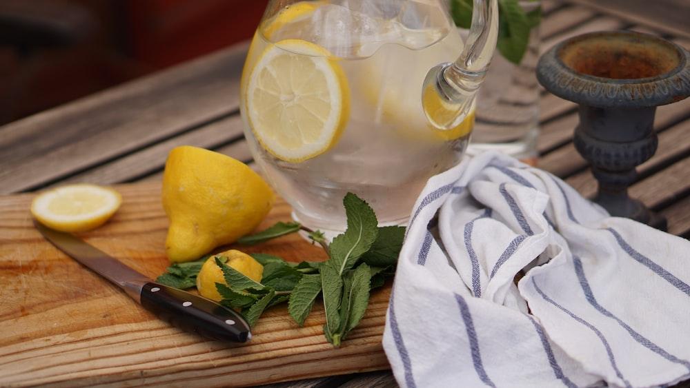 sliced of lemon