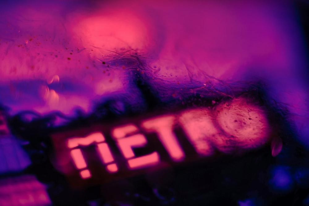 pink Metro text