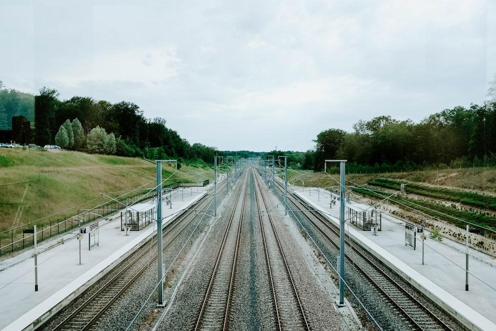 train railway during daytime
