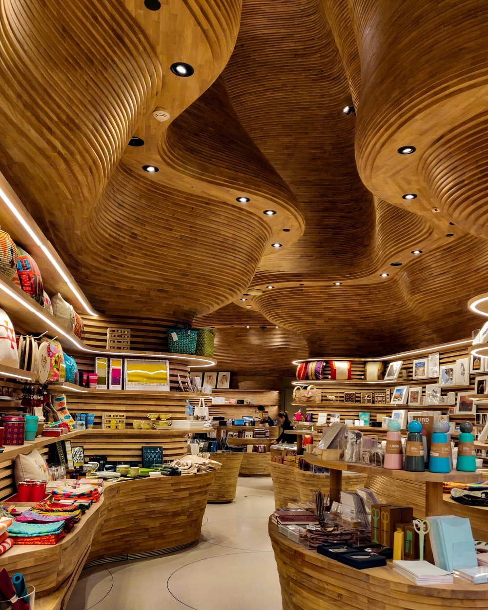wavy ceiling with shelves under