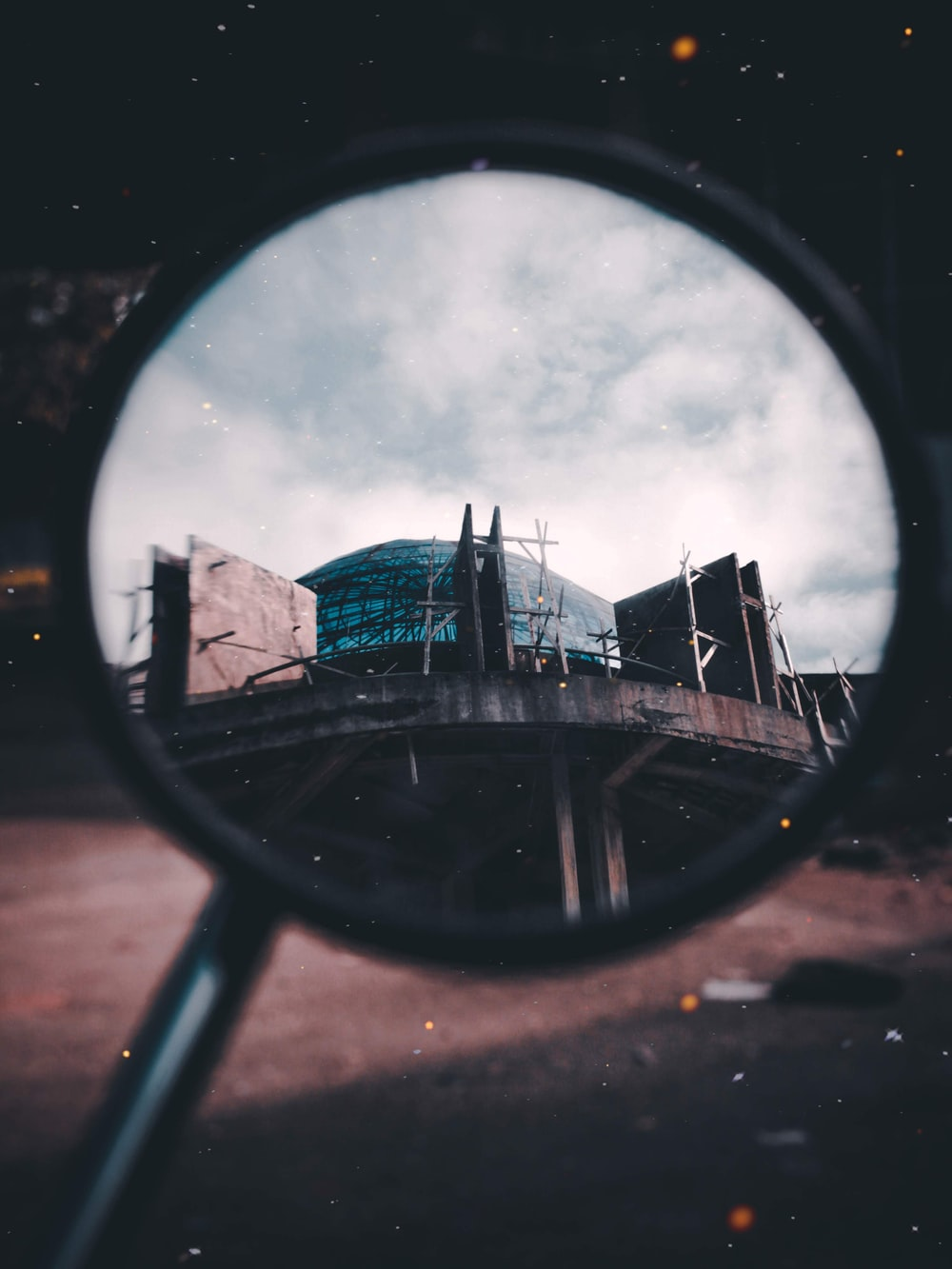 magnifying glass with dome building