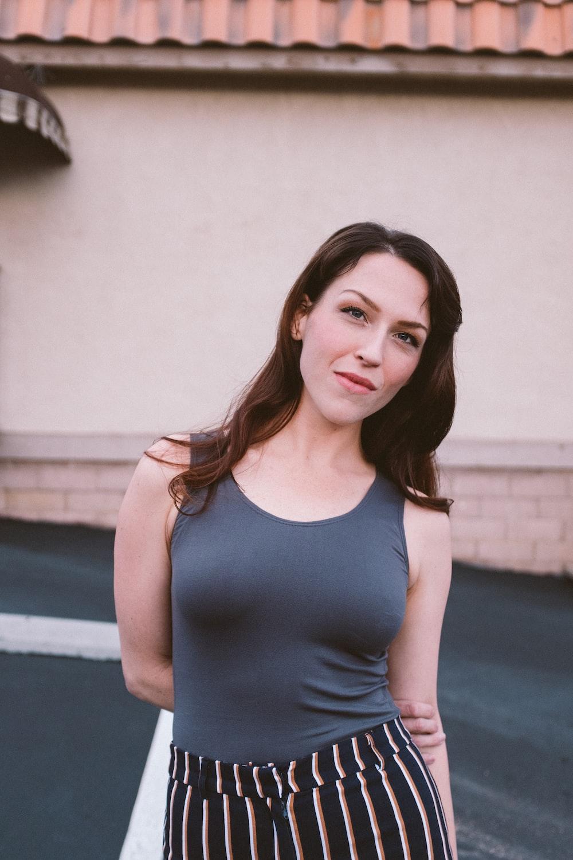 woman wearing gray sleeveless top