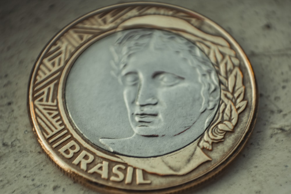 gold and silver Brasil coin