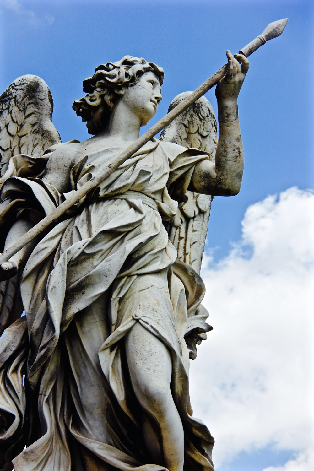 gray statue of an angel