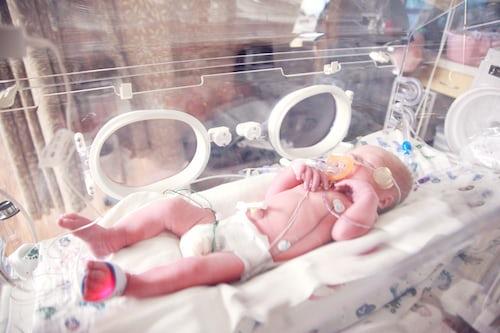 """""""Eu escolhi não abortar meu bebê"""", diz mulher ao celebrar formatura do filho"""