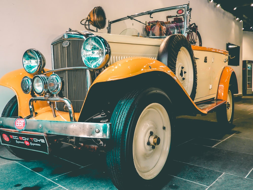 vintage white and yellow vehicle close-up photography