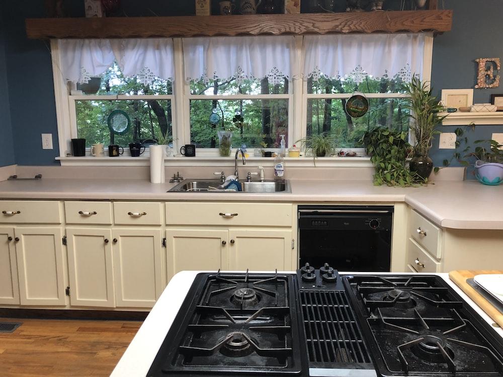 white wooden kitchen cabinets