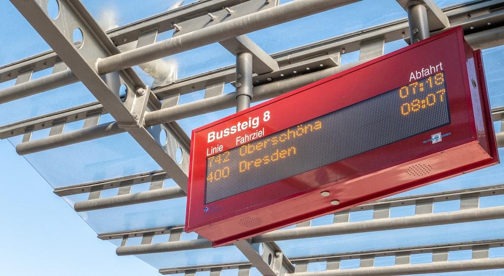 red Bussteig signage