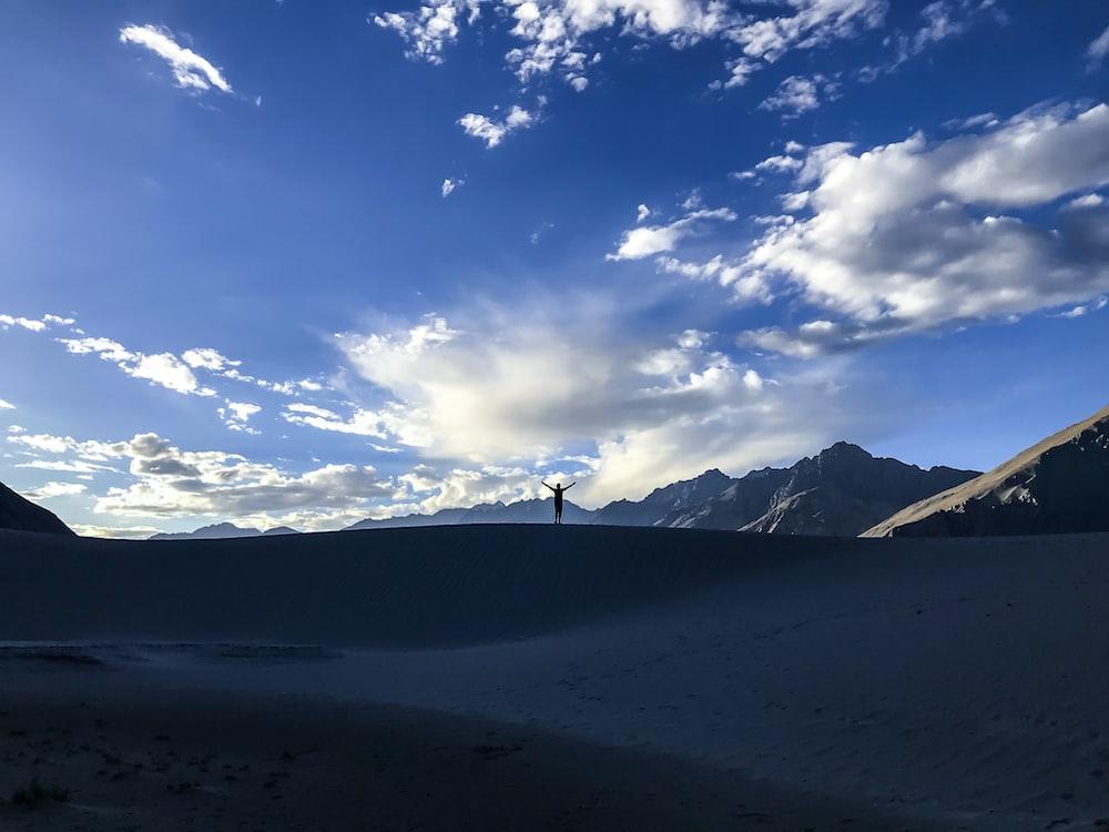 blue mountain under blue sky