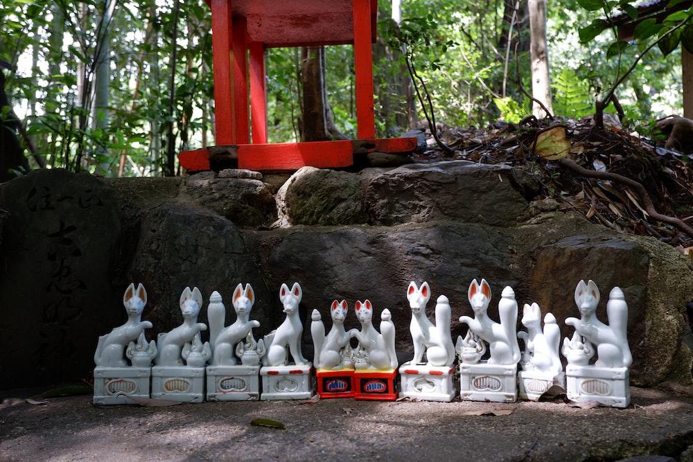 white ceramic cat figurines