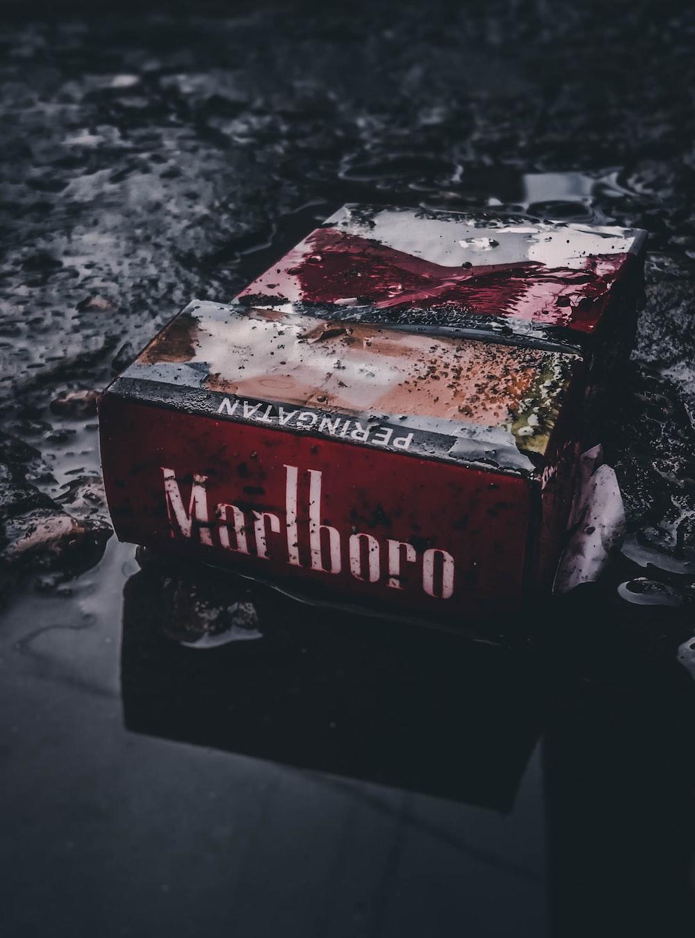 Marlboro flip-top cigarette box